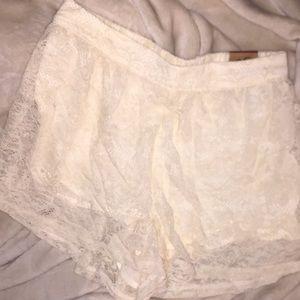 White Hollister shorts